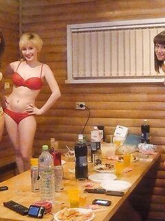 Бывшие медсестры собрались в бане