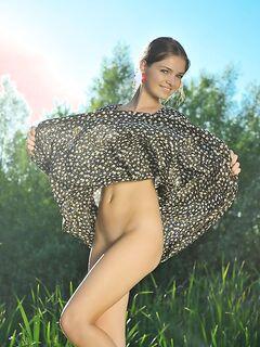 Маникюрщица задрала легкое платье