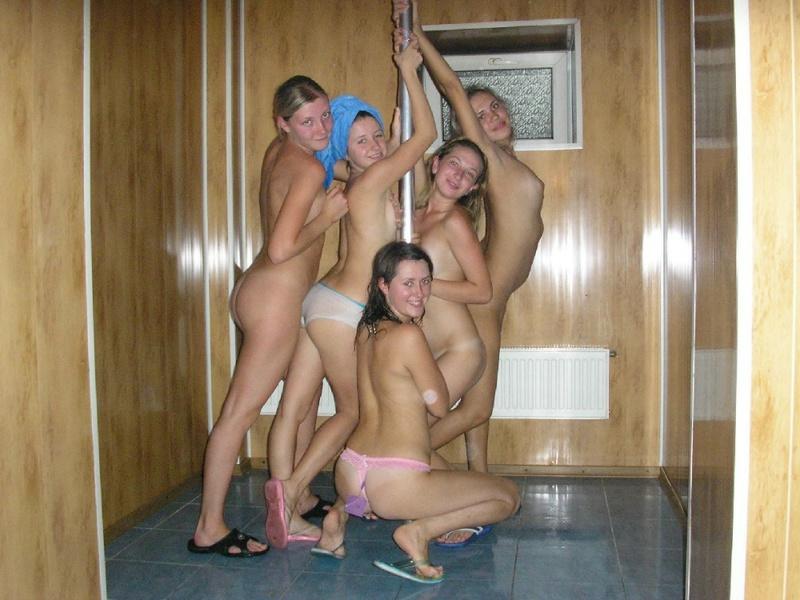 Оголенные девушки в сауне
