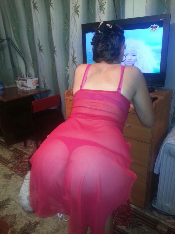 Сногсшибательная супруга отсосала у своего мужа