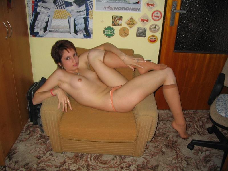 Худощавая сеньорита похвасталась оголенным телом