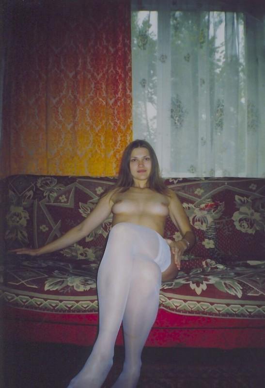 Хрупкая студентка развлекается в квартире