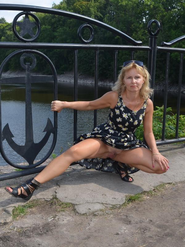 Зрелая дама безумно жаждет полового акта