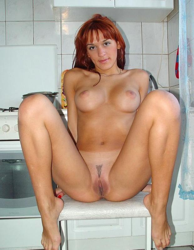 Повариха приготовилась к сексу на кухне