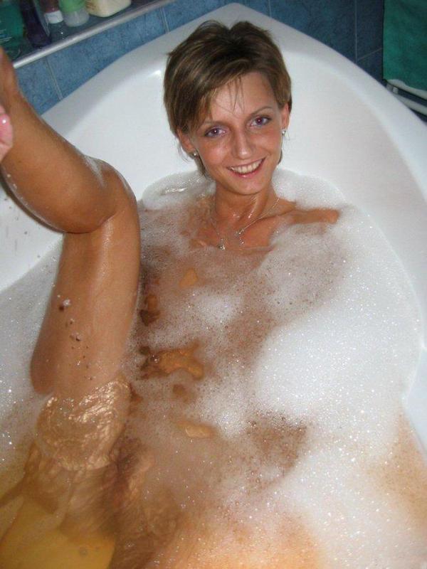 Зрелая красотка вышла с ванны абсолютно голенькой