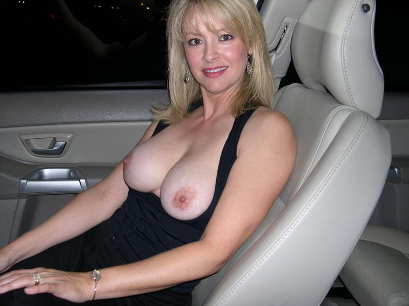 Опытная мамаша в сексуальном белье