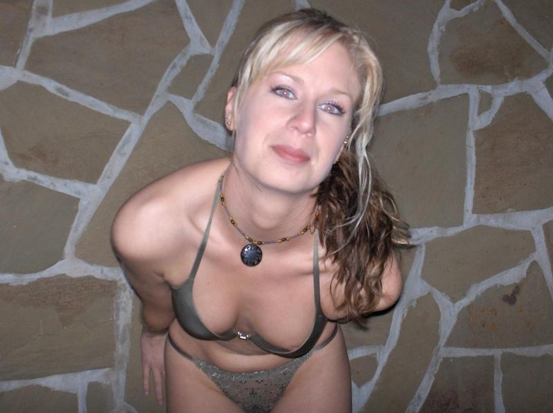 Сексуальная мамаша сняла белье перед избранником
