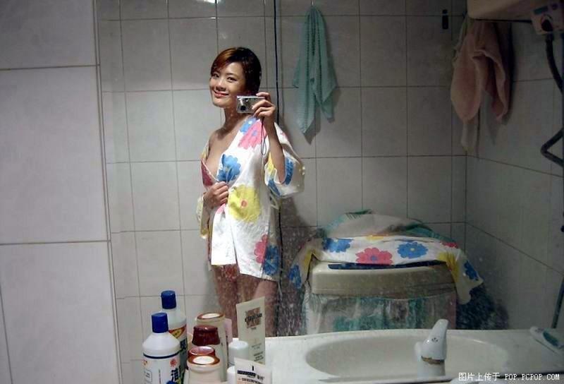 Азиатки становятся в сексуальные позы