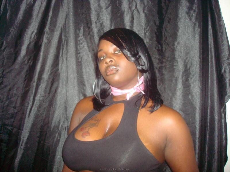 Темнокожие любовницы возбуждают упругими сиськами