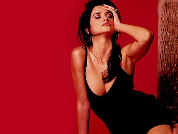 Знаменитая женщина блеснула обнаженной грудью