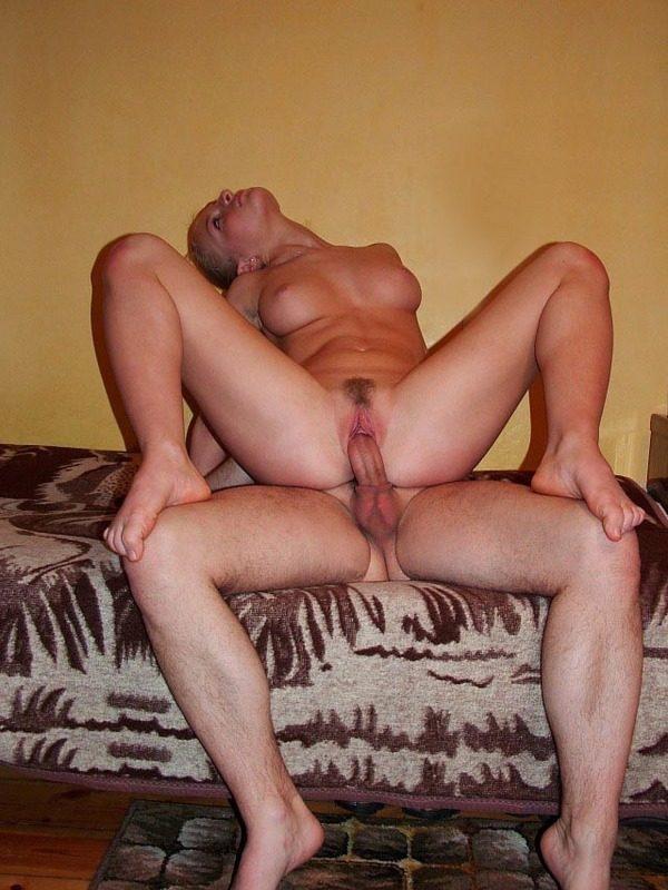 Стройная блондинка кувыркается с ненасытным ловеласом