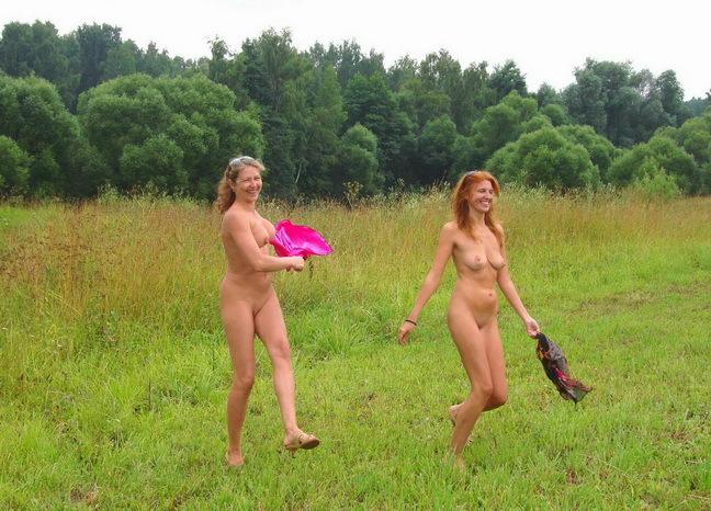 Развратные мамаши голышом на природе