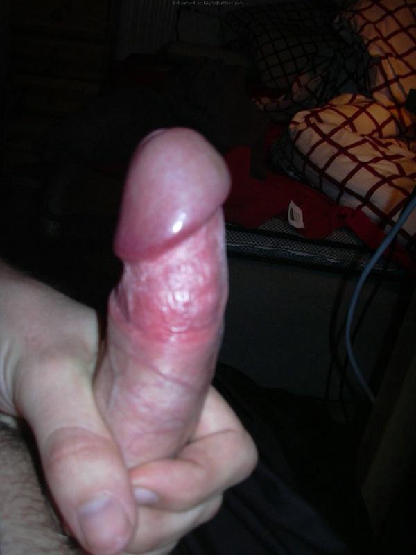 Засунул палец в волосатую щель и дал за щеку