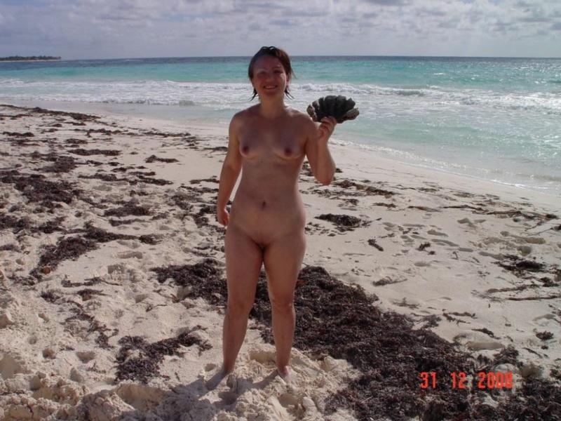Влюбленные супруги голышом на пляже
