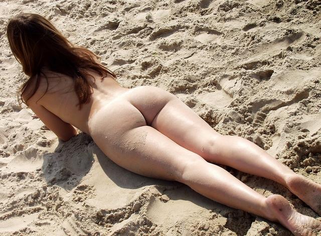 Студентка Света голенькая на пляже