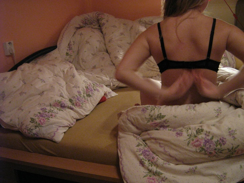 Проказница с большими сисями в кровати