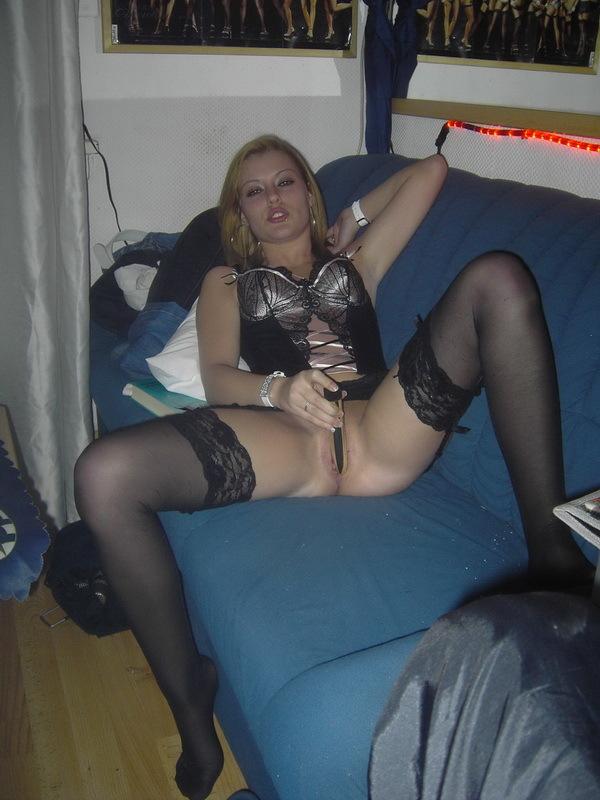 Сексуальная красотка оттрахала себя секс игрушкой