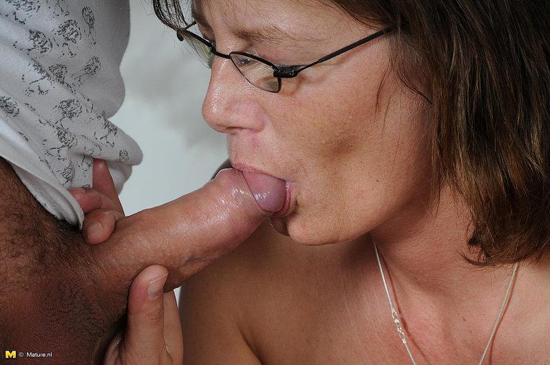 Зрелая дама перепихнулась с молодым любовником